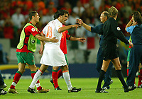 Fotball<br /> Euro 2004<br /> 30.06.2004<br /> Foto: SBI/Digitalsport<br /> NORWAY ONLY<br /> <br /> Portugal v Nederland 2-1<br /> <br /> A dejected Ruud van Nistelrooy after the defeat, is pulled away from referee Anders Frisk by Cristiano Ronaldo