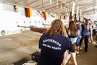 Atiradores em stand de tiro na Schützenfest, ou Festa do Tiro, realizada no município de Jaraguá do Sul pela Associação dos Clubes e Sociedades de Caça e Tiro do Vale do Itapocu (ACSCTVI). Jaraguá do Sul, Santa Catarina, Brasil. / Schutzenfest. Jaragua do Sul, Santa Catarina, Brazil.
