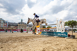SHORT Emily (USA), COCO II<br /> Münster - Turnier der Sieger 2019<br /> Preis des EINRICHTUNGSHAUS OSTERMANN, WITTEN<br /> CSI4* - Int. Jumping competition  (1.45 m) - <br /> 1. Qualifikation Mittlere Tour<br /> Medium Tour<br /> 02. August 2019<br /> © www.sportfotos-lafrentz.de/Stefan Lafrentz