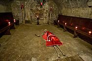 """Roma 2 Novembre 2015<br /> Il cimitero dei Sacconi Rossi, Veneranda confraternita de' devoti di Gesù Cristo al Calvario e di Maria Santissima Addolorata"""", di Roma, creata nel secolo XVII. Nel cimitero sotterraneo della chiesa di San Bartolomeo all'Isola, sull'Isola Tiberina (visitabile solo il 2 novembre) ci sono le ossa degli annegati nel Tevere, che i confratelli recuperavano.<br /> Rome, November 2, 2015<br /> The cemetery of the Sacconi Rossi, Venerable brotherhood of 'devotees of Jesus Christ at Calvary and Holy Mary of Sorrows """", in Rome, founded in the seventeenth century. In the underground cemetery of the church of St. Bartholomew on the Island, on the Tiber Island (open only November 2) there are  bones of the drowned in the Tiber, which the brothers would recover."""