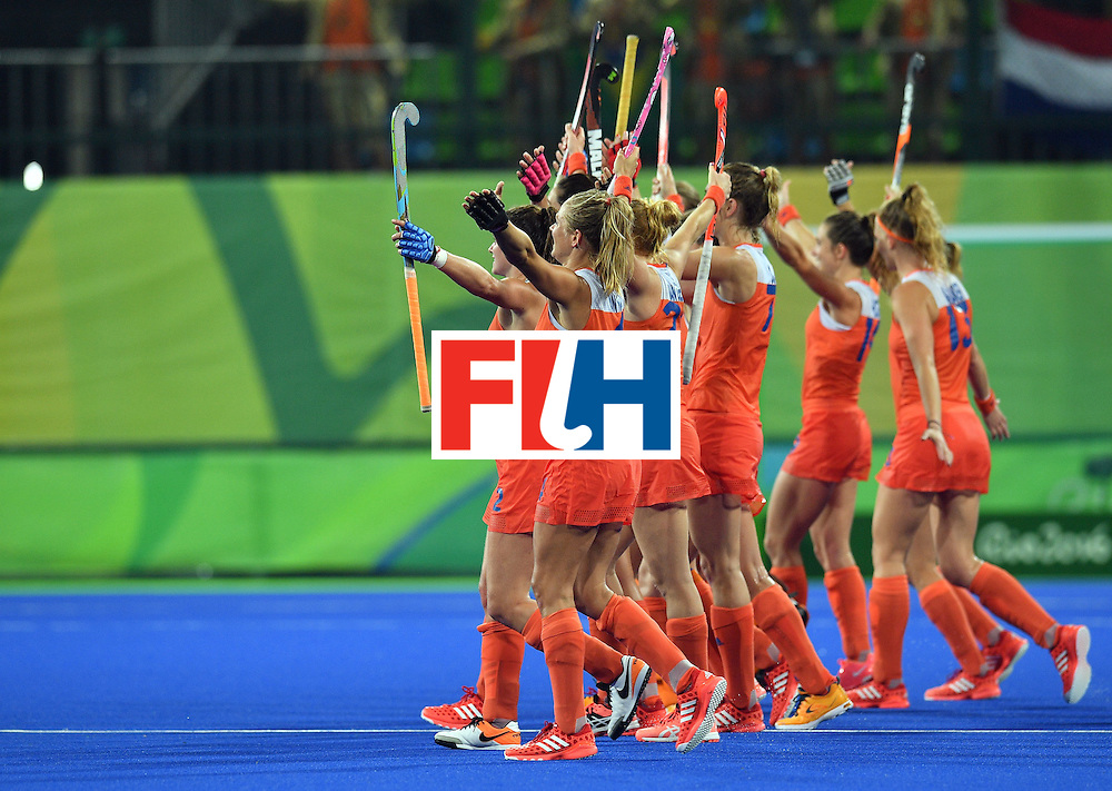 Netherlands' players celebrate after winning the women's quarterfinal field hockey Netherlands vs Argentina match of the Rio 2016 Olympics Games at the Olympic Hockey Centre in Rio de Janeiro on August 15, 2016.  / AFP / Carl DE SOUZA        (Photo credit should read CARL DE SOUZA/AFP/Getty Images)