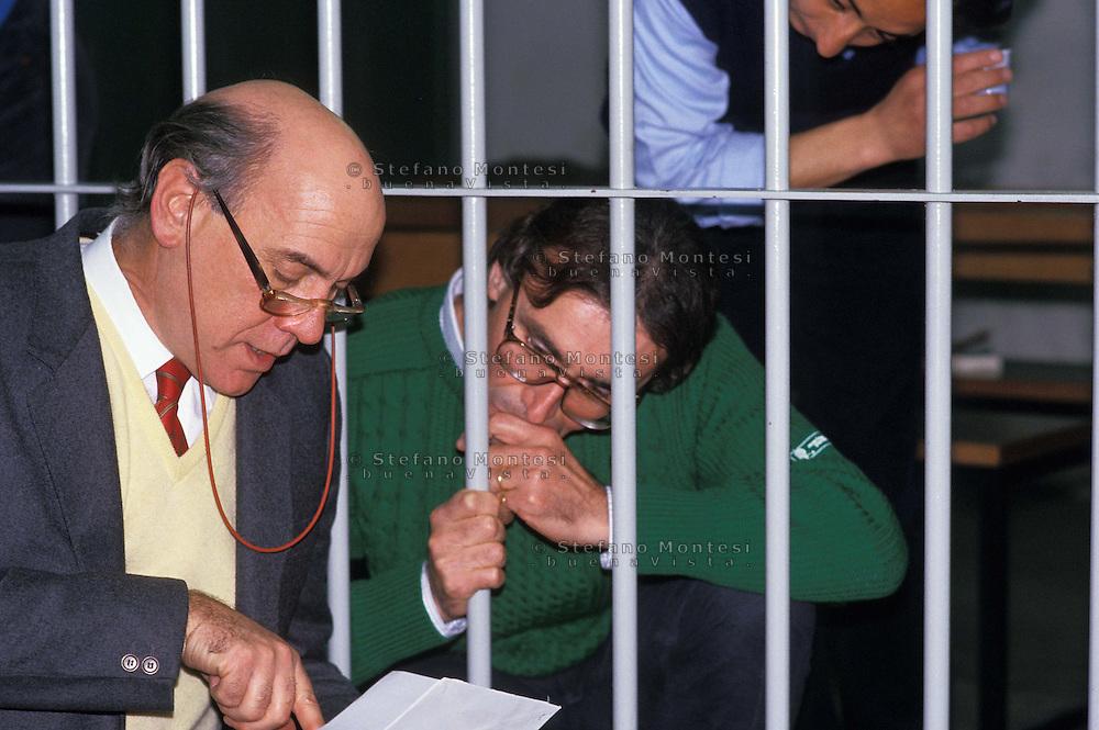 Roma 1987..Brigate Rosse.Processo Moro-ter, Aula bunker del Foro Italico.Prospero Gallinari con l'avvocato