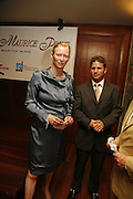 ANDREW MILTON, GENERAL MANAGER OF THE CONSTANCE LE PRINCE MAURICE, TILDA SWINTON ,  LE PRINCE MAURICE PRIZE 2006. PRINCE MAURICE HOTEL. MAURITIUS. 27 May 2006. ONE TIME USE ONLY - DO NOT ARCHIVE  © Copyright Photograph by Dafydd Jones 66 Stockwell Park Rd. London SW9 0DA Tel 020 7733 0108 www.dafjones.com