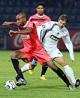 Fotball<br /> Foto: Dppi/Digitalsport<br /> NORWAY ONLY<br /> <br /> FOOTBALL - UEFA CUP 2006/2007 - GROUP STAGE - GROUP C - SLOVAN LIBEREC v FC SEVILLA - 19/10/2006<br /> <br /> FREDERIC KANOUTE (SEV) / PAVEL KOSTAL (SLO)