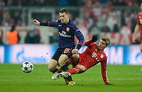 FUSSBALL  CHAMPIONS LEAGUE  ACHTELFINALE  HINSPIEL  2012/2013      FC Bayern Muenchen - FC Arsenal London     13.03.2013 Aaron Ramsey (li, Arsenal) gegen Toni Kroos (hinten, FC Bayern Muenchen)