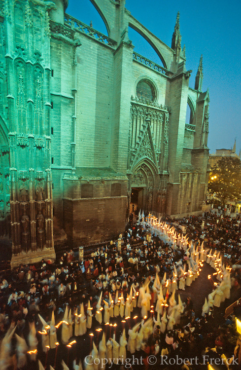 SPAIN, FESTIVALS Semana Santa (Holy Week)Easter procession entering the Catherdral, Seville