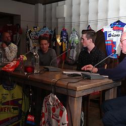 OOTMARSUM (NED) wielrennen<br /> Wielercafe in het Dorp van de Ronde Ootmarsum <br /> Rick Pluimers, Lars Boven