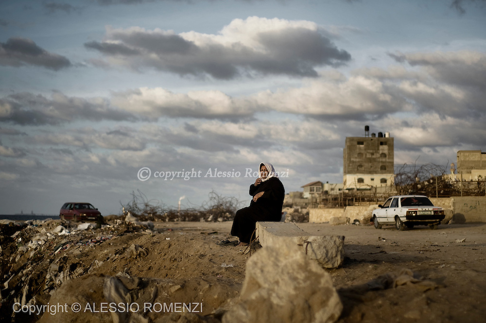 Gaza city. A woman sit on the waterside in Gaza city.© ALESSIO ROMENZI