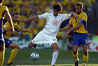 Fotball<br /> Euro 2004<br /> Portugal<br /> 26. juni 2004<br /> Foto: Dppi/Digitalsport<br /> NORWAY ONLY<br /> Kvartfinale<br /> Sverige v Nederland<br /> RUUD VAN NISTELROOY (NED) / OLOF MELLBERG (SWE)