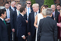07 JUL 2017, HAMBURG/GERMANY:<br /> Emmanuel Macron (Mi-L), Praesident Frankreich, und Donald Trump (Mi-R), Praesident der Vereinigten Staaten von Amerika, USA, im Gespraech, Familienfoto der G20 Teilnehmer und ihrer Partner vor der Elbphilharmonie<br /> IMAGE: 20170707-02-005<br /> KEYWORDS: G20 Summit, Deutschland, Elphi, Gespr&auml;ch