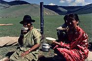Mongolia. cattle breeder Family drinking koumiss, yurt in the outskirts of Oulan Bator    Oulan bator       /  Famille buvant du Koumiss. camp de gers (tentes mongoles surnommees Yourtes en russe)  dans la steppe à la sortie de Oulan Bator