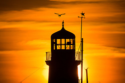 © Licensed to London News Pictures. 29/09/2018. Scarborough UK. The sun rises this morning behind Scarborough light house in Yorkshire. Photo credit: Andrew McCaren/LNP