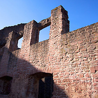 Founded in 1214 and destroyed/rebuilt over the centuries, Hardenburg castle ruin still offers a view at classical medieval construction