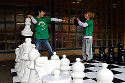 12-01-2013 SCHAKEN: SCHOOLSCHAAK TOERNOOI 2012: MAARSSEN<br /> De Pionier doet met 16 andere scholen uit de Stichtse Vecht mee aan het schoolschaak toernooi / Maik en Sjoerd<br /> ©2013-FotoHoogendoorn.nl