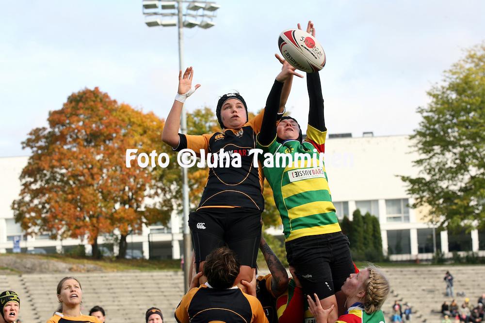 5.10.2013, Pallokentt&auml;, Helsinki, Finland.<br /> SRL Naisten SM-sarjan 2013 loppuottelu:<br /> Jyv&auml;skyl&auml; Rugby Club - Helsinki Warriors RC