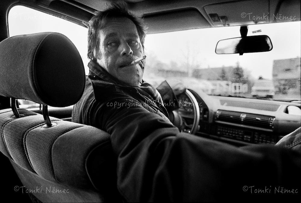 CSSR ,Lany,1990, Prezident Havel testuje jizdni vlastnosti noveho BMW. Na kratkem useku silnice pobliz Lan pozdeji dosahl rychlosti okolo 200 km v hodine...