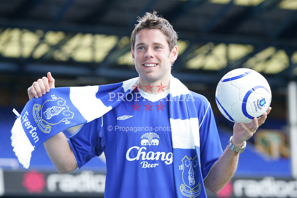 LIVERPOOL, ENGLAND - WEDNESDAY JANUARY 5th 2005: James Beattie signs for Everton for £6m from Southampton. (Pic by David Rawcliffe/Propaganda)