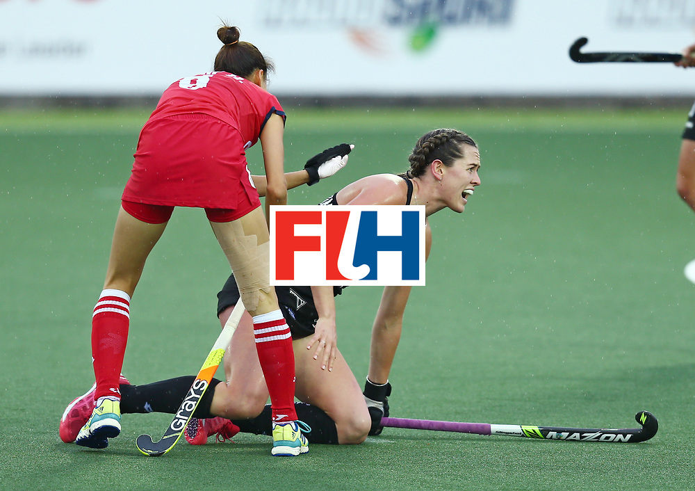 New Zealand, Auckland - 18/11/17  <br /> Sentinel Homes Women&rsquo;s Hockey World League Final<br /> Harbour Hockey Stadium<br /> Copyrigth: Worldsportpics, Rodrigo Jaramillo<br /> Match ID: 10295 - NZL vs KOR<br /> Photo: (6) ROBINSON Amy crash with (6) KIM Hyunji