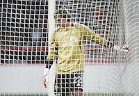 Fussball  UEFA Pokal  Viertelfinale  Hinspiel   Saison 2006/2007 Bayer 04 Leverkusen - CA Osasuna                Torwart Rene ADLER (Leverkusen) enttaeuscht