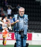 AMSTELVEEN -  Fotograaf Ben Haeck,  voor  de finale van de play-offs om de landstitel in het Wagener-stadion, tussen Amsterdam en Den Bosch (1-4).   COPYRIGHT  KOEN SUYK