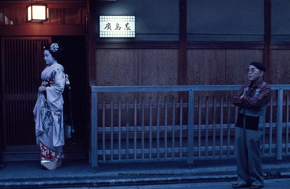 (Maiko) Geisha apprentice at teachouse in the Shirakaa Dori,Ichiriki (Geisha House)on Hanamikojki Street. Gion is one of the licensed geisha areas in Kyoto.
