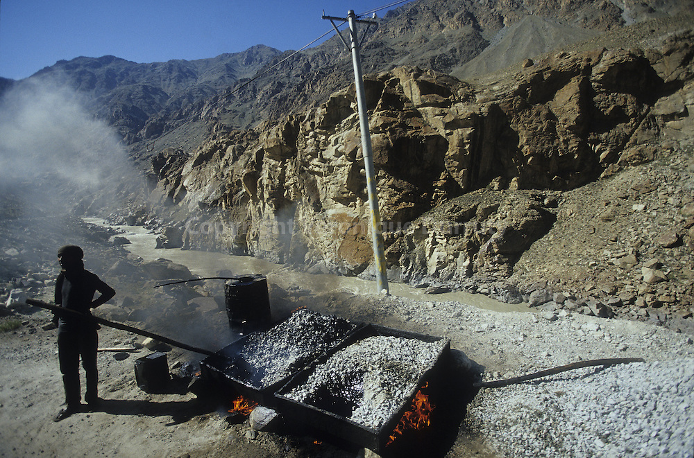 Workers on the Leh-Dha road, near Pakistan