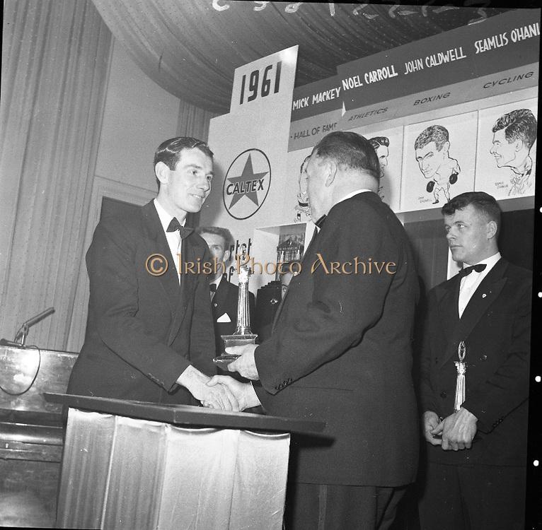 The Caltex Sports Stars of he Year recieved their trophies from An Taoiseach Mr. Seán Lemass T.D. at a dinner at the Gresham Hotal, Dublin.  .01.02.1962