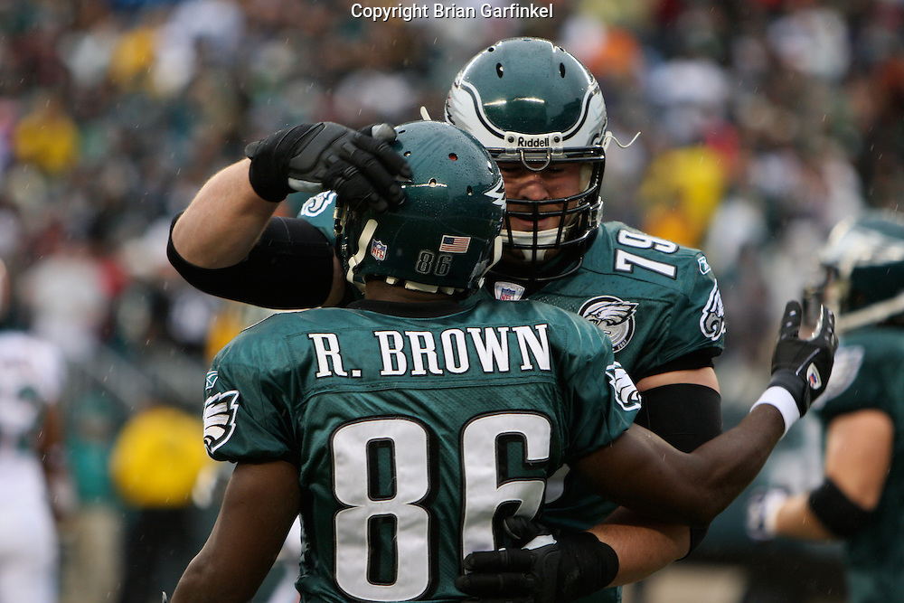PHILADELPHIA - NOVEMBER 18: Reggie Brown #86 is congratulated by Todd Herremans #79 of The Philadelphia Eagles during the game against the Miami Dolphins on November 18, 2007 at Lincoln Financial Field in Philadelphia, Pennsylvania.