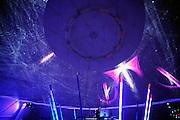 Nederland, Nijmegen, 30-9-2010Op Cosmic Sensation wordt kosmische straling uit het heelal live omgezet in moderne dansmuziek en spectaculaire beelden die in een enorme koepeltent, 360 graden rondom, worden geprojecteerd. Op deze manier kan de straling uit het heelal, die altijd om ons heen is zonder dat we er iets van zien of merken, hoorbaar en zichtbaar worden gemaakt. Zo wordt de bezoeker deelgenoot van de informatie uit verre delen van het universum waarmee wij voordurend worden gebombardeerd. Een project van hoogleraar, professor,  Sijbrand de Jong van de RU, Radboud universiteit.Foto: Flip Franssen/Hollandse Hoogte