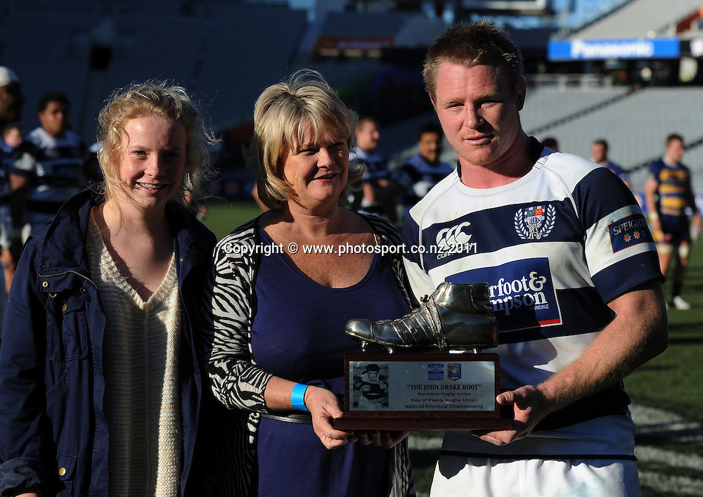 Auckland captain Tom McCartney is presented with the John Drake boot by Drake's daughter Rachael and wife Cathy during the ITM rugby union match, Auckland versus BOP at Eden Park on Saturday 20 August 2011Photo: Andrew Cornaga / photosport.co.nz