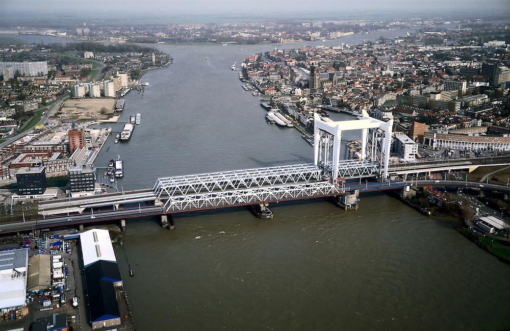 Nederland, Zuid-Holland, Dordrecht, 08-03-2002; in NO richting, driesprong van rivieren:  rechtsboven de Beneden Merwedede, linksboven de Noord en naar de voorgrond de Oude Maas; het witte gedeelte van de spoorbrug is de voor Dordrecht karakteristieke hefbrug; links (west) Zwijndrecht; knooppunt binnenvaart infrastuctuur stadsgezicht ;<br /> luchtfoto (toeslag), aerial photo (additional fee)<br /> foto /photo Siebe Swart