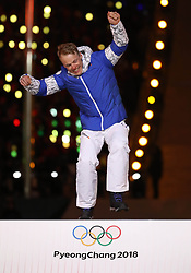 PYEONGCHANG, Feb. 25, 2018  Gold medalist Finland's Iivo Niskanen jumps onto podium during medal ceremony for men's 50km mass start classic of cross-country skiing at the closing ceremony for the 2018 PyeongChang Winter Olympic Games at PyeongChang Olympic Stadium, PyeongChang, South Korea, Feb. 25, 2018. (Credit Image: © Bai Xuefei/Xinhua via ZUMA Wire)