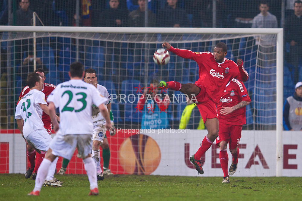 BUCHAREST, ROMANIA - Thursday, February 25, 2010: Liverpool's Ryan Babel in action against FC Unirea Urziceni during the UEFA Europa League Round of 32 2nd Leg match at the Steaua Stadium. (Photo by David Rawcliffe/Propaganda)