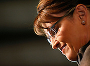 US Republican vice-presidential candidate and Alaska Governor Sarah Palin pauses during her speech in Golden, Colorado September 15, 2008. REUTERS/Rick Wilking (UNITED STATES) US PRESIDENTIAL ELECTION CAMPAIGN 2008 (USA)