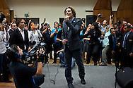 """El cantante español, David Bisbal durante su visita al Centro de Acción Social por la Música, sede del Sistema Nacional de Orquestas en Venezuela. Bisbal, embajador de Buena Voluntad de UNICEF viene a reunirse con aliados de """"La Iniciativa Comunitaria de Prevención de Violencia y Desarrollo Adolescente"""" que UNICEF impulsa en Venezuela. Caracas, 16 Nov. 2011 (Foto/Ivan Gonzalez)"""
