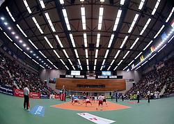 04-01-2006 VOLLEYBAL: CHAMPIONS LEAGUE ROESELARE - NESSELANDE: ROESELARE<br /> De ploeg van coach Peter Blangé bracht de cruciale uitwedstrijd tegen Knack Roeselare, al geplaatst, tot een goed einde: 3-2 / Zaal Schiervelde van Knack Roeselare<br /> ©2006-WWW.FOTOHOOGENDOORN.NL