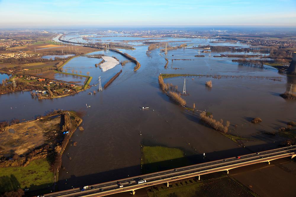 Nederland, Limburg, Gemeente Maasgouw, 10-01-2011; hoogwater Maas, omgeving Maasbracht als gevolg van sneeuwsmelt en neerslag in de bovenloop van de rivier. In de voorgrond de brug van de A2, Roermond en Maasplassen aan de horizon..Meuse flood, Maasbracht area, high water due to snow melt and precipitation upstream. In the foreground bridge A2 motorway, Roermonsd on the horizon..luchtfoto (toeslag), aerial photo (additional fee required).© foto/photo Siebe Swart