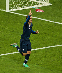 MOSCOW, RUSSIA - Sunday, July 15, 2018: France's Antoine Griezmann celebrates scoring the second goal, from a penalty kick, during the FIFA World Cup Russia 2018 Final match between France and Croatia at the Luzhniki Stadium. (Pic by David Rawcliffe/Propaganda)