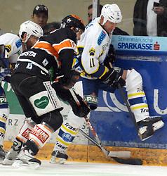 25.02.2010, Eisstadion Liebenau, Graz, AUT, EBEL, Graz 99ers vs KHL Zagreb, im Bild Martin Oraze (18, 99ers), Brad Smyth (11, KHL Zagreb), EXPA Pictures © 2010, PhotoCredit: EXPA/ J. Hinterleitner / SPORTIDA PHOTO AGENCY.