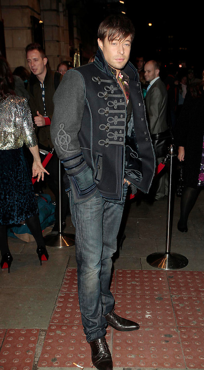 14.OCTOBER.2010. LONDON<br /> <br /> DUNCAN JAMES ATTENDS FLASHDANCE THE MUSICAL AT THE SHAFTESBURY THEATRE.<br /> <br /> BYLINE: EDBIMAGEARCHIVE.COM<br /> <br /> *THIS IMAGE IS STRICTLY FOR UK NEWSPAPERS AND MAGAZINES ONLY*<br /> *FOR WORLD WIDE SALES AND WEB USE PLEASE CONTACT EDBIMAGEARCHIVE - 0208 954 5968*