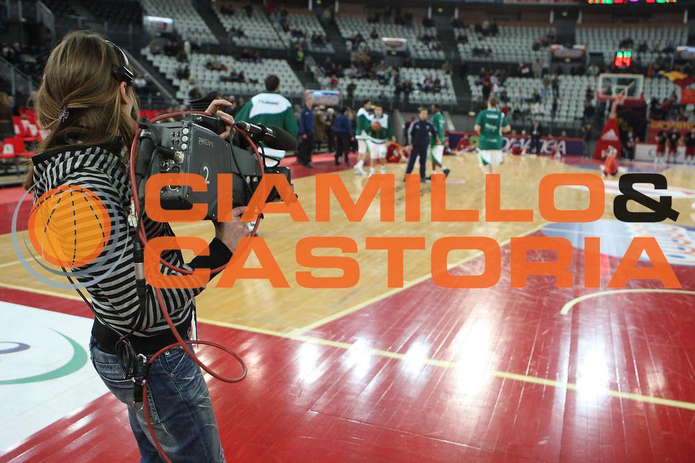 DESCRIZIONE : Roma Eurolega 2008-09 Lottomatica Virtus Roma Unicaja Malaga<br /> GIOCATORE : telecamera<br /> SQUADRA : Sky TV<br /> EVENTO : Eurolega 2008-2009<br /> GARA : Lottomatica Virtus Roma Unicaja Malaga<br /> DATA : 29/01/2009 <br /> CATEGORIA : curiosita televisione Sky TV<br /> SPORT : Pallacanestro <br /> AUTORE : Agenzia Ciamillo-Castoria/G.Ciamillo