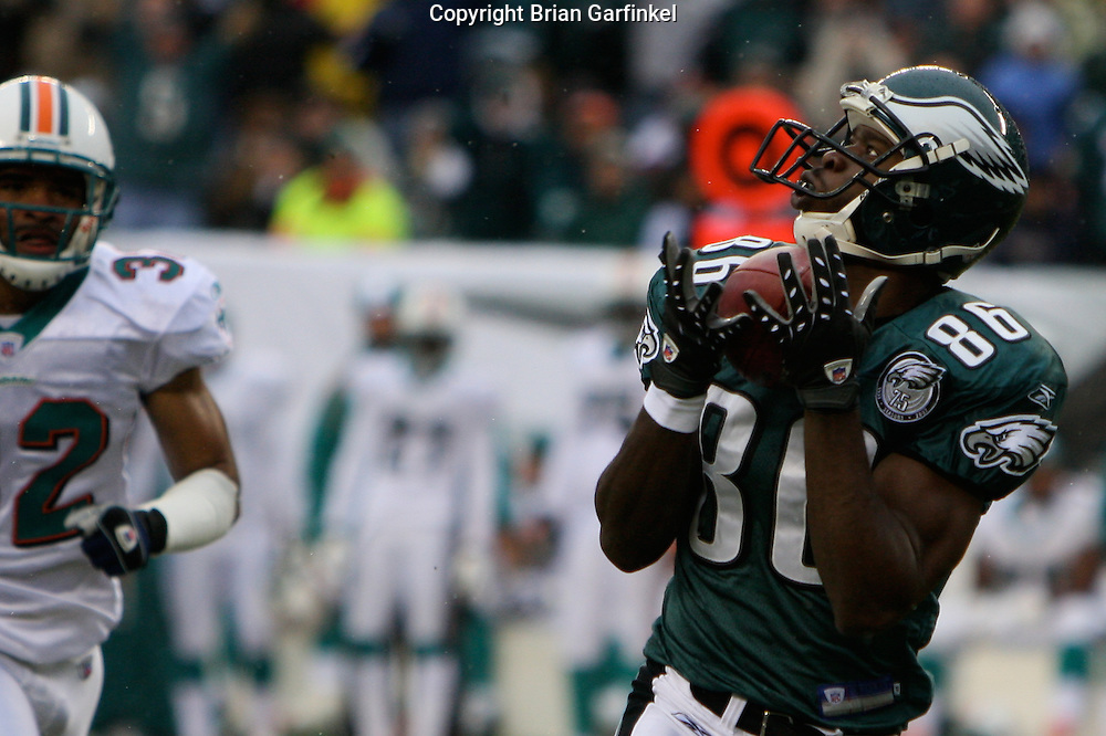 PHILADELPHIA - NOVEMBER 18: Reggie Brown #86 of The Philadelphia Eagles makes a reception during the game against the Miami Dolphins on November 18, 2007 at Lincoln Financial Field in Philadelphia, Pennsylvania.