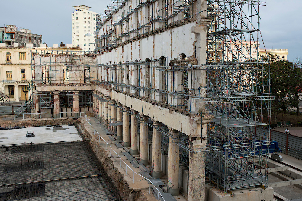 Construction of a luxury hotel at the end of the Prado near the entrance of Havana Bay