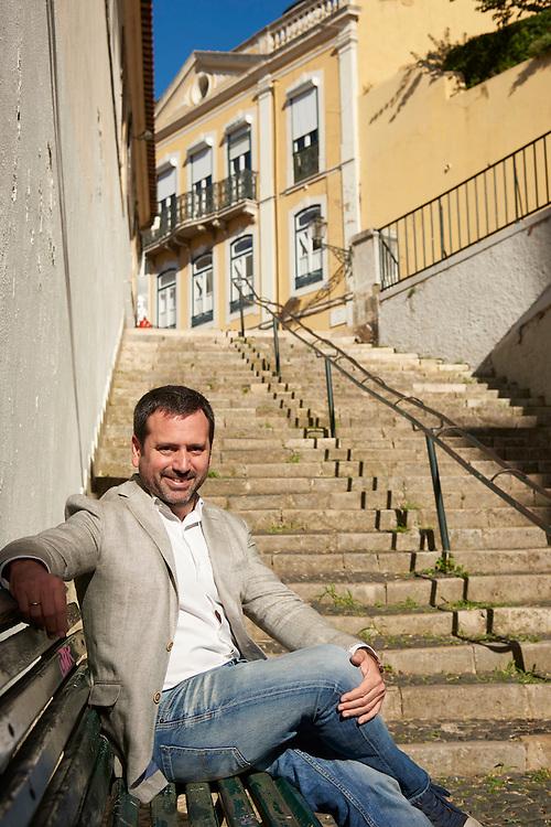 Lisboa, 08/10/2016 - <br /> O neuropsic&oacute;logo espanhol Alvaro Bilbao em entrevista &agrave; Noticias Magazine acerca do seu trabalho sobre o desenvolvimento do c&eacute;rebro das crian&ccedil;as<br /> (Paulo Alexandrino / Global Imagens)