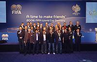 Fotball<br /> Foto: imago/Digitalsport<br /> NORWAY ONLY<br /> <br /> 07.03.2006  <br /> <br /> A time to make friends - Teilnehmer, hi.v.li.: Zlatko Kranjcar, Branko Ivankovic, Ratomir Dujkovic, Marcos Cesar Castro, Marco van Basten, Ilija Petkovic, Luis Felipe Scolari, Carlos Alberto Parreira, Otto Pfister, ...; ... Johan Neeskens, Pawel Janas, Marcello Lippi, Mitte: Sven Göran Eriksson, Leo Beenhakker, John van t Schip, Luis Oliveira Goncalves, Jakob Kuhn, Holger Osieck, Anibal Ruiz, Walter Gagg, Eduardo Mendez, vorn: Lars Lagerbäck, Luis Fernandez Suarez, FIFA Workshop 2006