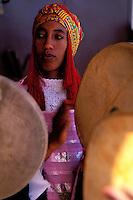 Maroc - Haut Atlas - Vallée du Dadès - El Kelaâ M'Gouna - Fête des Roses - Musicien