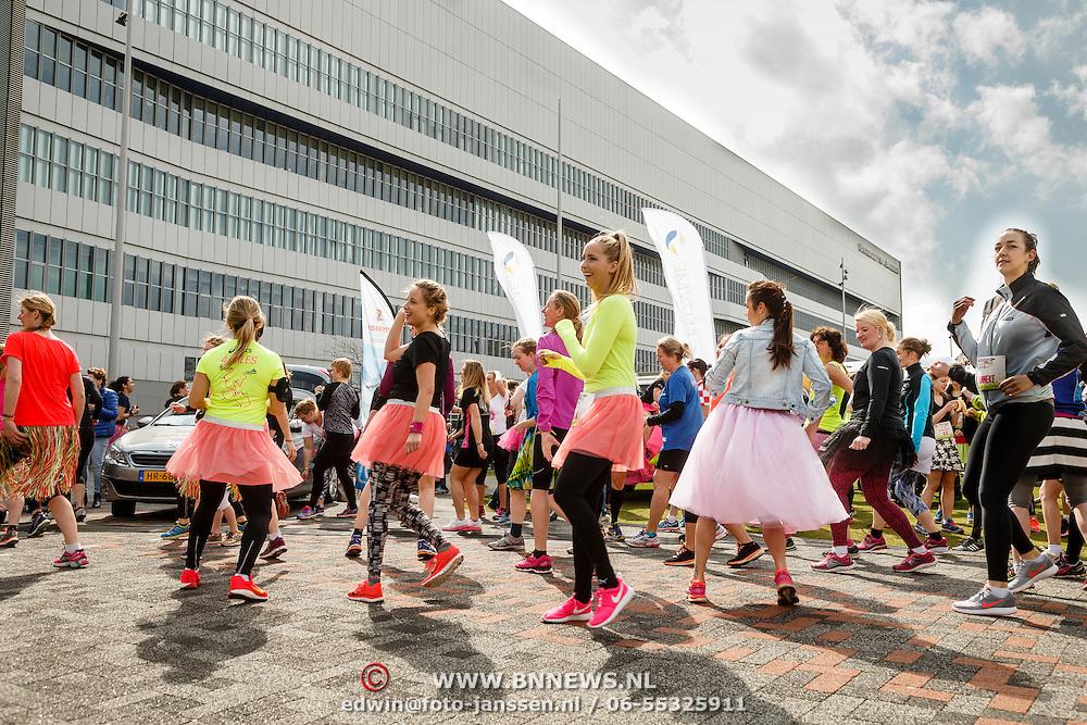 NLD/Amsterdam/20160403 - Rokjesdaglop 2016, NLD/Amsterdam/20160403 - Rokjesdaglop 2016, warming up