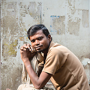 Porter waiting for work in Chandi Chowk spice market, Old Delhi