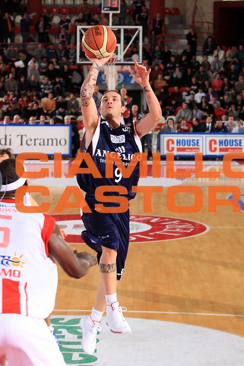 DESCRIZIONE : Teramo Lega A1 2008-09 Bancatercas Teramo Angelico Biella<br /> GIOCATORE : Valerio Spinelli<br /> SQUADRA : Angelico Biella<br /> EVENTO : Campionato Lega A1 2008-2009<br /> GARA : Bancatercas Teramo Angelico Biella<br /> DATA : 31/01/2009<br /> CATEGORIA : tiro<br /> SPORT : Pallacanestro<br /> AUTORE : Agenzia Ciamillo-Castoria/M.Carrelli