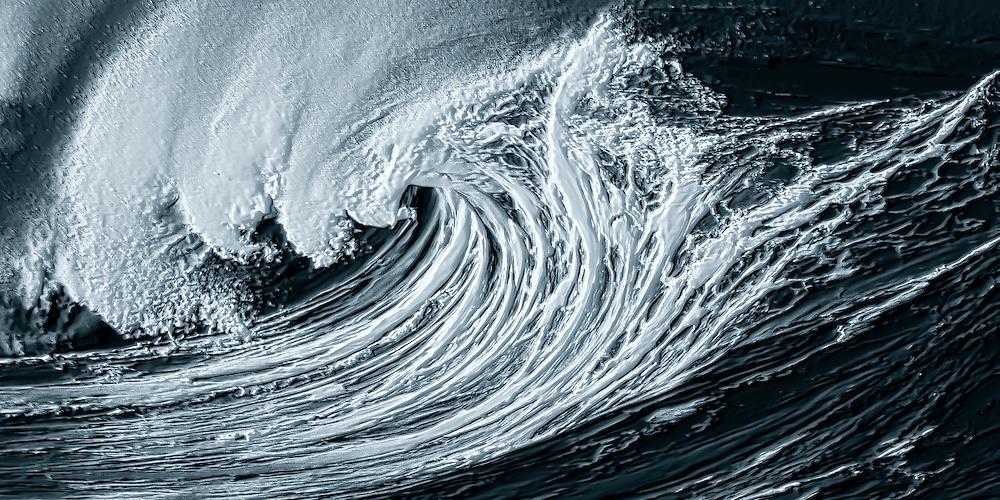 Powerful shorebreak wave on Oahu's North Shore, Hawaii